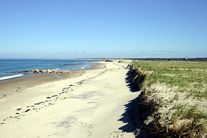 Land Court Judge Orders Condo to Remove Fencing to Town Neck Beach in Sandwich